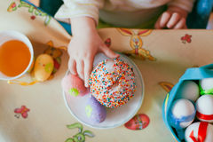 Child eats cake Royalty Free Stock Images
