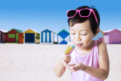 Child eats ice cream outdoors Stock Photography