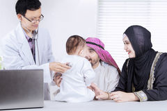 Child examined by a pediatrician at the clinic Royalty Free Stock Images