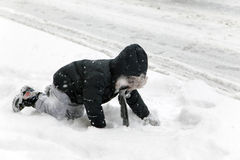 Child falls during snow storm in New York Royalty Free Stock Photos