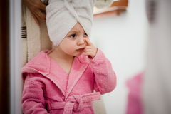 Child in front of mirror Stock Photography