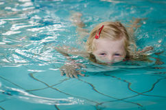 Child half underwater in swimming pool Royalty Free Stock Images