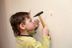 Child with hammer Royalty Free Stock Photos
