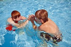 Child has fun in the pool Stock Photos