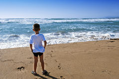 Free Child In Front The Ocean Royalty Free Stock Images - 25848109