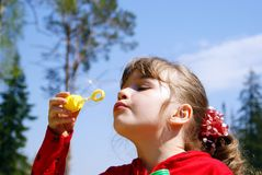 The child inflates bubbles Royalty Free Stock Photos