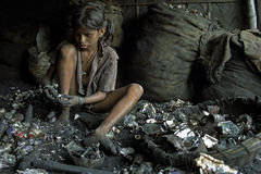 Child labor in recycling of batteries, Bangladesh Royalty Free Stock Photos