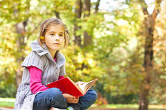 Child learns in the nature Royalty Free Stock Photos