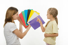 The child learns to identify colors Royalty Free Stock Photo