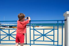 Child photographing the sea Royalty Free Stock Photography