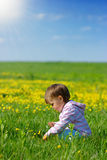 Child play on the meadow Royalty Free Stock Photography