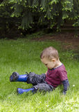 Child playing in grass Royalty Free Stock Photography