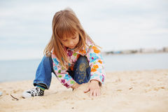 Child playing with sand Royalty Free Stock Photography