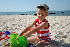 Child playint with toys on the beach Royalty Free Stock Photos