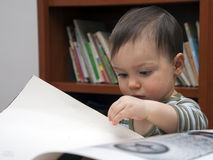 Child reading Royalty Free Stock Photos