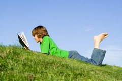 Free Child Reading Royalty Free Stock Photo - 2356375