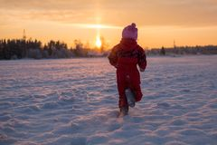 Child runs to meet the sun Royalty Free Stock Photos