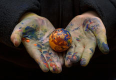 Child showing it's easter egg. Coloring, color still on it's hands Royalty Free Stock Photos