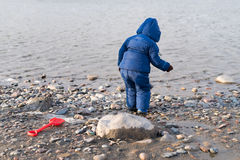 Child standing on the river bank Royalty Free Stock Photography