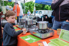 Child studies soup display at farmers market Oregon Stock Photo