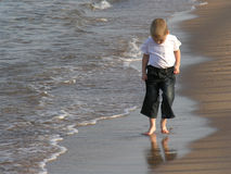 Child walk on beach Royalty Free Stock Photos