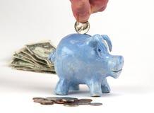 Child& x27 ; s Art Class Piggy Bank avec la devise Photographie stock libre de droits
