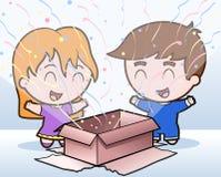 Childen geöffnetes Geschenk Stockfoto