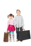 Childern med resväskor arkivfoton