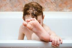 Childfoot im Badezimmer Stockbild