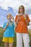 Childrem durchbrennenluftblasen Lizenzfreie Stockbilder