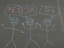 Children& x27 κιμωλία του s που επισύρει την προσοχή στην άσφαλτο Στοκ Εικόνες