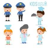 Children& x27 οι εργασίες ονείρου του s, επαγγέλματα στο όνειρο για τα παιδιά, ευτυχή παιδιά στην εργασία φορούν Στοκ Φωτογραφίες