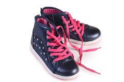 Children& x27 του s πάνινα παπούτσια που απομονώνονται μοντέρνα στο λευκό Στοκ Εικόνες