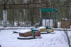 children& x27; atracciones de s en Pripyat en la nieve Imagen de archivo libre de regalías