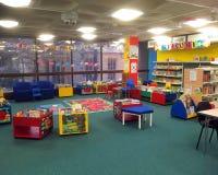 Children biblioteka dla czytelniczych książek i edukaci obrazy royalty free