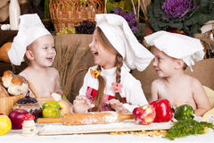 Children in a chef\'s hats smiling Royalty Free Stock Photos
