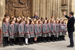Children choir singing Christmas carols in front of the Bath Abbey. School children choir singing Christmas carols in front of the Bath Abbey in Bath, England Stock Photo