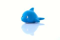 Children& x27 ; dauphin en caoutchouc de poissons de jouet de s Photo libre de droits
