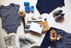 Children& x27 del otoño o del invierno; ropa del equipo de s Fotos de archivo