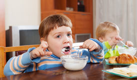 Children eating dairy breakfast Royalty Free Stock Photography