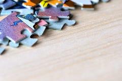 Children& x27; enigmas de s em um fundo de madeira Imagem de Stock Royalty Free