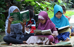 Children fill the school holidays by reading the Qur'an in one of the non-formal education in the city of Solo, Central Java Indon. Esia stock photography
