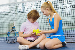 Children having fun and resting on the tennis court Royalty Free Stock Photos