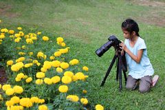 Children interesting with dslr camera in the garden Royalty Free Stock Photos