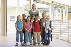 children kindergarten standing teacher στοκ εικόνες με δικαίωμα ελεύθερης χρήσης