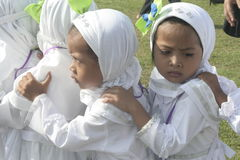CHILDREN LEARN EARLY WORSHIP DRESS HAJJ HAJJ Royalty Free Stock Photography