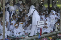 CHILDREN LEARN EARLY WORSHIP DRESS HAJJ HAJJ Stock Image