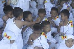 CHILDREN LEARN EARLY WORSHIP DRESS HAJJ HAJJ Stock Images