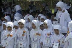 CHILDREN LEARN EARLY WORSHIP DRESS HAJJ HAJJ Stock Photography