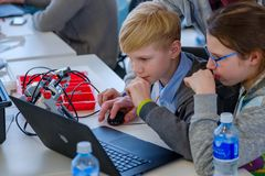Children learn how to program a robot at Skolkovo Royalty Free Stock Photos